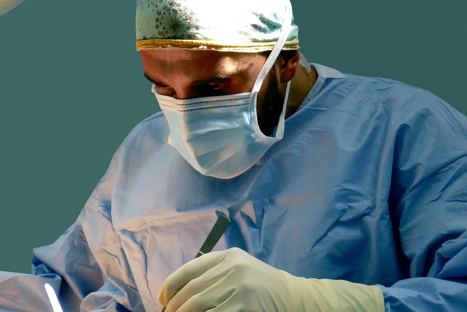Dr Haddad au bloc opératoire