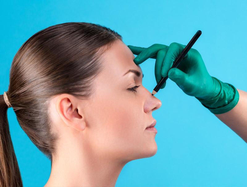 Rhinoplastie médicale par un chirurgien esthétique